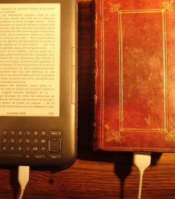 Numerique  papier un texte est un texte - Rémi Mathis https://creativecommons.org/licenses/by-sa/2.0/deed.it