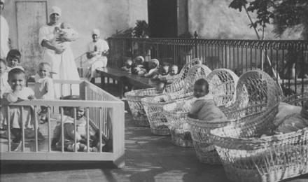 Balie e bambini dell'Istituto degli Innocenti di Firenze