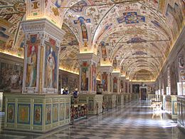 Il salone sistino, che fu sede della Biblioteca apostolica vaticana. Da Wikipedia